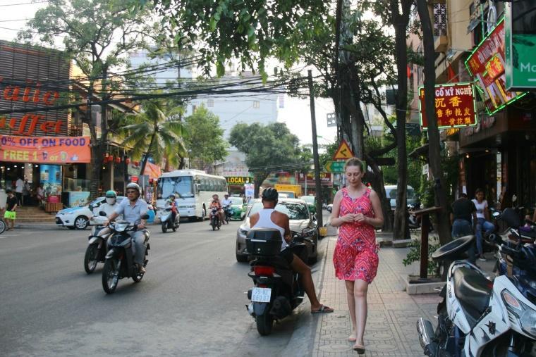 外国人観光客が多く行き交う