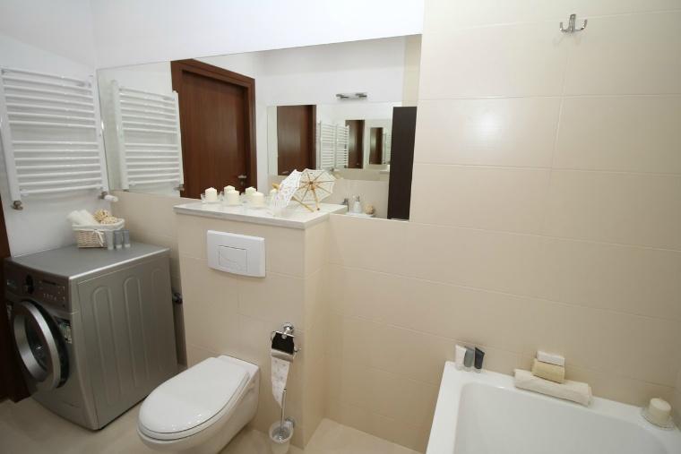bathroom-2094736_1280.jpg